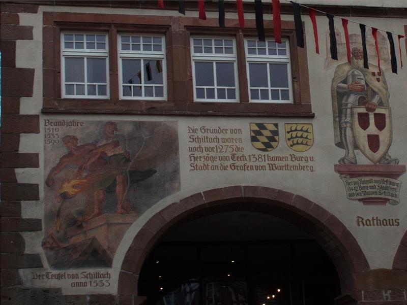 История о шильтахском чёрте изображена на ратуше города. Прогулки по Шварцвальду