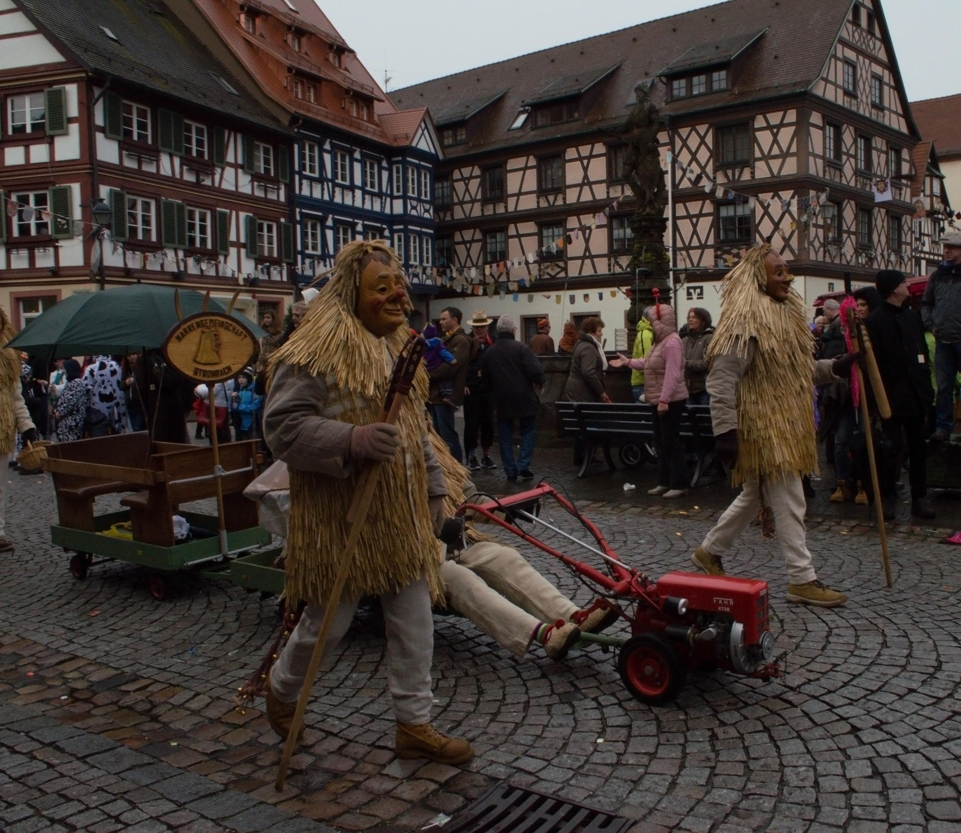 Праздничное шествие в Генгенбахе. Нарренцунфт