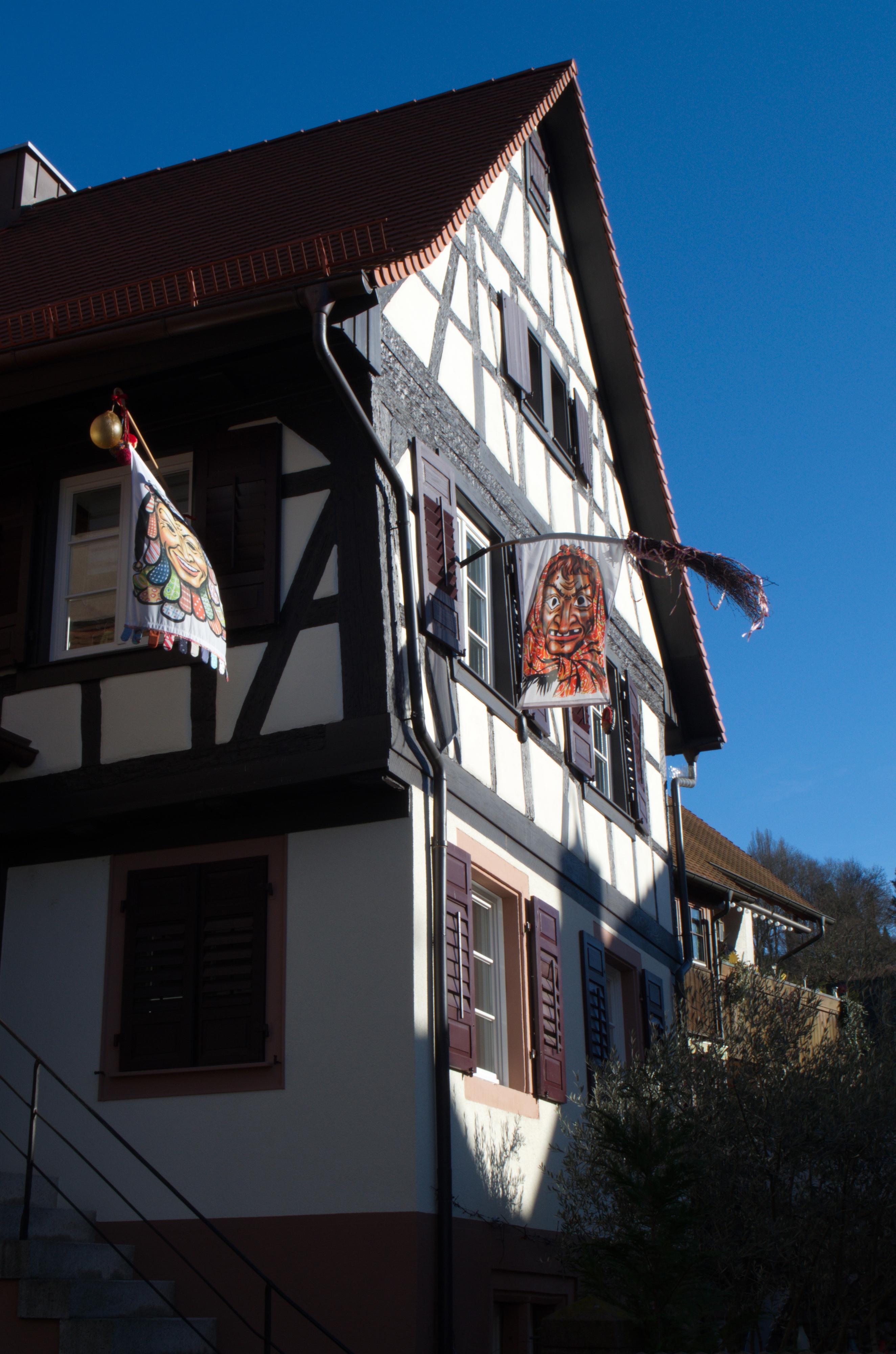 Традиционные флаги, украшающие города Швабии во время карнавала