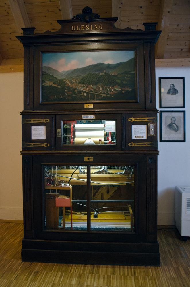 Музыкальная шкатулка величиной со шкаф. Триберг