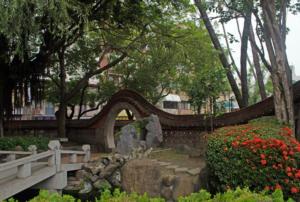 Мостик перед храмом