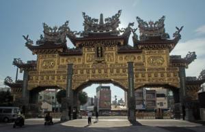 Ворота храма Донглонг в Гаосюне