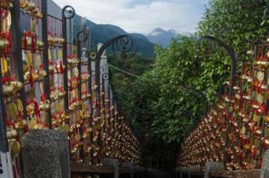 Храм Вен-Ву, лестница к озеру