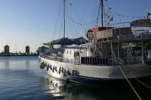 Порт Мандраки и старые мельницы